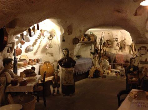 l interno della casa grotta camminare nella storia