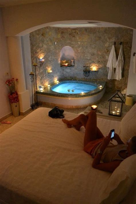 hotels with baths in the bedroom 25 best ideas about jacuzzi bathroom on pinterest