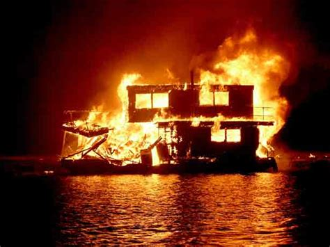 houseboat fire wantagh fire department house boat fire november 17 2001