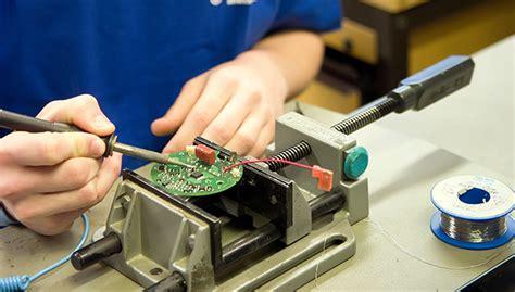 elektronikerin fuer geraete und systeme dunkermotoren gmbh