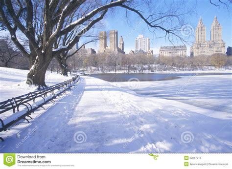 Im To New York 2 by Park B 228 Nke Mit Schnee Im Central Park Manhattan New York