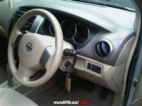Alarm Nissan Grand Livina Nissan Grand Livina 1 5 Xv At Istimewa Mint Condition