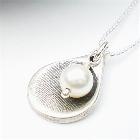 how to make thumbprint jewelry 25 best ideas about fingerprint necklace on