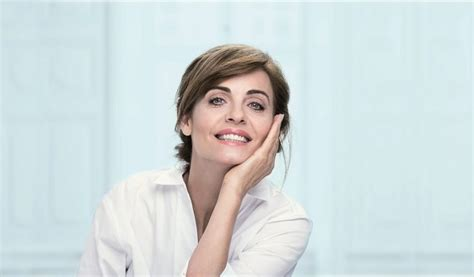 old women characteristic mature skin characteristics and care