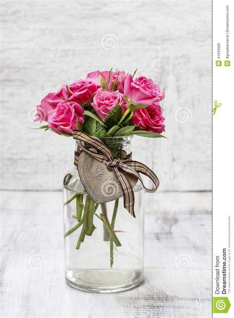 rosa in vaso mazzo delle rosa in vaso di vetro trasparente