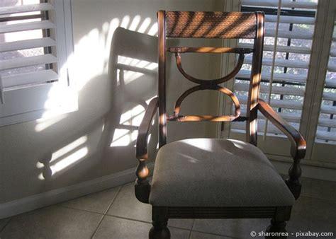 umpolstern eines esszimmer stuhls stuhl neu beziehen eine tackernadel with stuhl neu