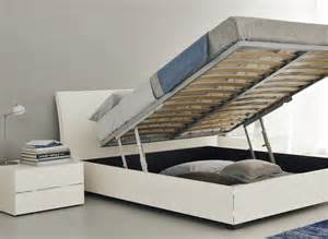 Platform Bed With Lift Up Storage Bedroom Storage The Most Of The Bed Space