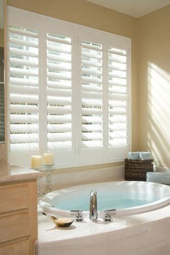 bathroom blind ideas 25 best ideas about bathroom window treatments on