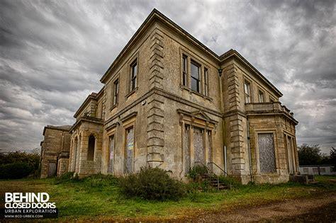 Crookham Court School Aka Harlequin Manor Berkshire