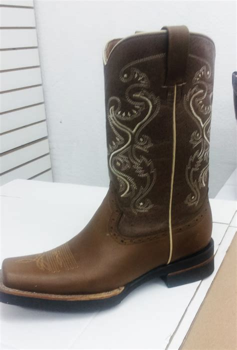 imagenes de botas vaqueras cuadradas botas vaqueras botas suela uso rudo
