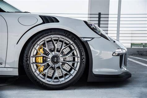 Wheels Porsche 911 Gt 3 Rs porsche 911 gt3 rs on vorsteiner wheels is a multi spoke has carbon wing autoevolution