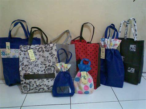Toko Kain Spunbond Jogja jual tas souvenir ulang tahun jogja ekosetioputro