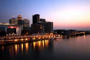 file downtown louisville at dusk jpg wikimedia commons