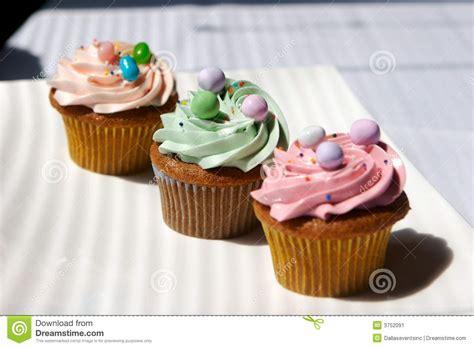 kleine kuchen feinschmecker verzierte kleine kuchen stockbild bild