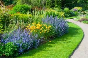 Merveilleux Quelle Plante Pour La Salle De Bain #4: plante-plein-soleil-id%C3%A9es-esp%C3%A8ces-vivaces-annuelles-jardin-sud-ensoleill%C3%A9.jpg
