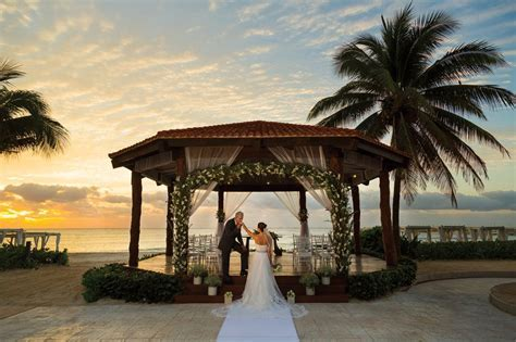 13 Venues for the Best Wedding Photography   Funjet Insider