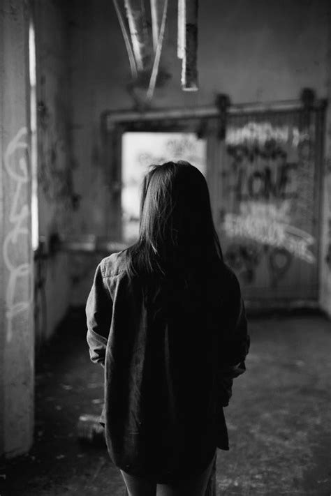 imagenes tumblr sad girl 1 tumblr girl b w alone photography pinterest