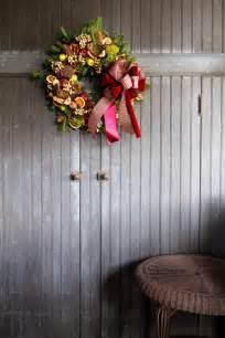 Christmas Decoration Doors - 25 best christmas wreath decor ideas 2017