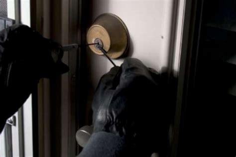 ladri appartamento molfetta ladri d appartamento in azione a rione paradiso