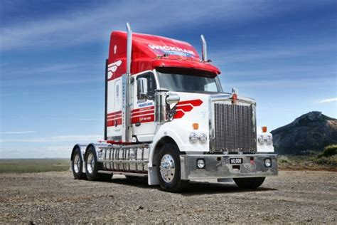kenworth trucks bayswater wickham freight lines takes possession of 60 000th