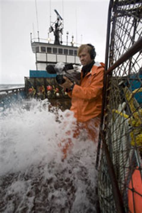 fishing boat deckhand salary deadliest catch pay film crew film crew howstuffworks