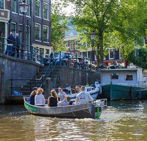 bootje amsterdamse grachten canal motorboats boot huren amsterdam