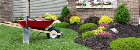 lavori in giardino lavori in giardino al momento giusto cose di casa
