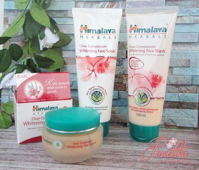 Himalaya Nourishing Skin Pelembab Kulit cerahkan wajah kusammu dengan himalaya herbals clear complexion whitening series skincare