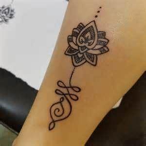 tattoo zijkant arm pin van rita de peuter op tattoo pinterest vrouw arm