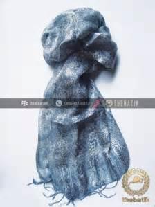 Syal Batik Hitam Kode E775 jual shawl corak batik sutera warna abu abu thebatik co id