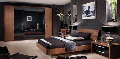 capri bedroom  american walnut glossy black strachan