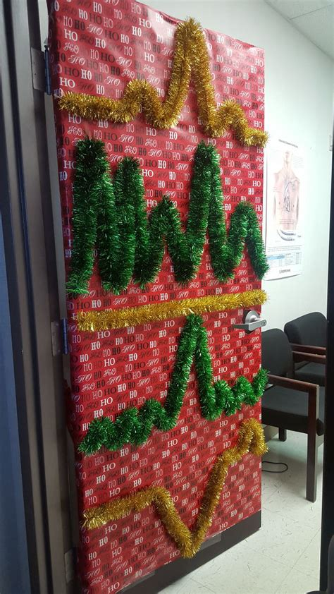 med lab christmas door 10 hospital decorations that show staff are the most creative