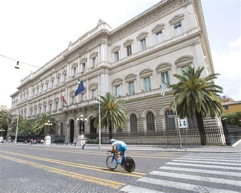 banca d italia debito pubblico bankitalia aumenta il debito pubblico 70 6 miliardi in