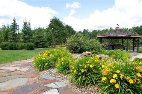 Acreage Landscaping: Earthworm Landscape Design Co.