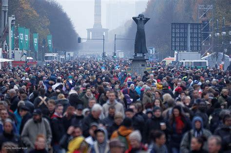 mediapool berlin 25 jahre mauerfall die b 252 hneninszenierung mediapool