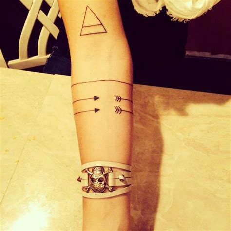 tattoo arm arrow minimalist geometric tattoo me pinterest bracelets