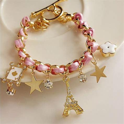 sweet eiffel tower design bracelet