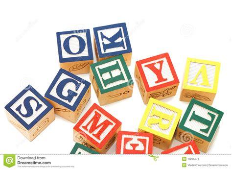 cubi con lettere cubi con le lettere immagini stock immagine 18205274