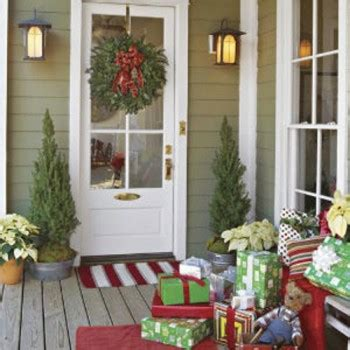 18 easy ways to decorate your porch for christmas page 9