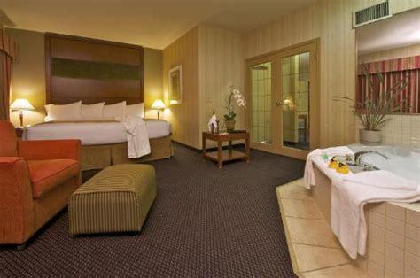 premium suite picture of coast tsawwassen inn