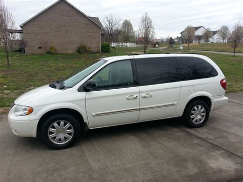 2005 Chrysler Town And Country by 2005 Chrysler Town Country Wallpaper Bestnewtrucks Net
