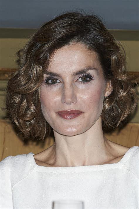 spain hair style queen letizia of spain hair looks stylebistro