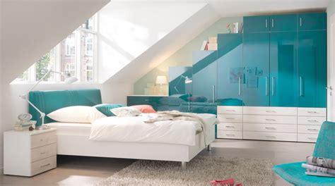 bett unter dachschräge schlafzimmer gestalten dachschr 228 ge