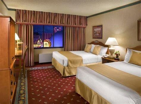 circus circus hotel rooms tower deluxe room king picture of circus circus hotel and casino reno reno tripadvisor