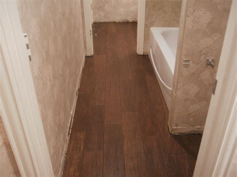 how to install vinyl flooring in bathroom vinyl wood flooring bathroom design 15953