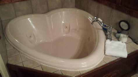 heart shaped bathtub in room heart shaped whirlpool tub it was amazing