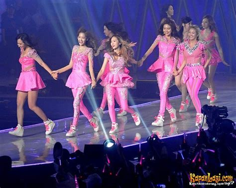 film konser ggs foto foto aksi girls generation di konser indonesia