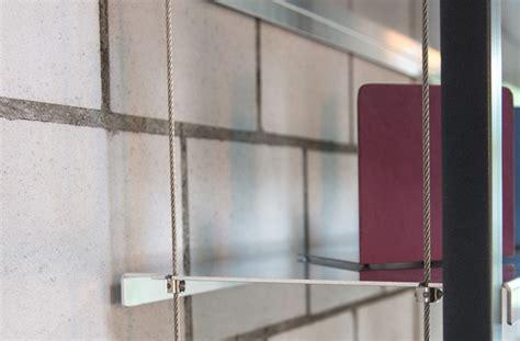 gestell werkstatt h 228 ngendes gestell mit tablaren aus metallblech