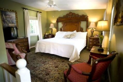 bed and breakfast in savannah ga the front living room picture of savannah bed