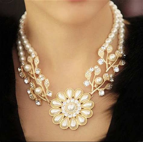 Kalung Fashion Three Big Flower Pendant Decorated Simple Design statement necklace with big flower pearls choker style